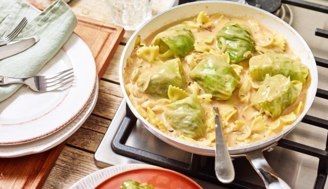 Ein herzhaftes Gericht für die ganze Familie - Das Rezept für die Mini Krautwickel mit Nudeln gibt's bei MAGGI.