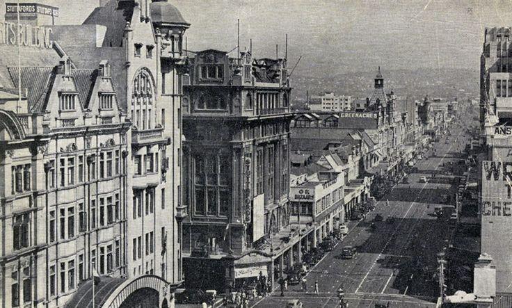 Hiermee hervat ons ons Fotos uit die verlede reeks.  Die foto is geneem in Durban 1900. Op die stadium was die AB oorlog in volle swang en het die hawe by Durban as 'n invoergebied vir Britse troepe en proviante gedien.
