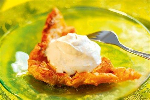 Snabb äppeltårta med ingefärsgrädde