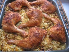 Kurczak na kapuście kiszonej z grzybami