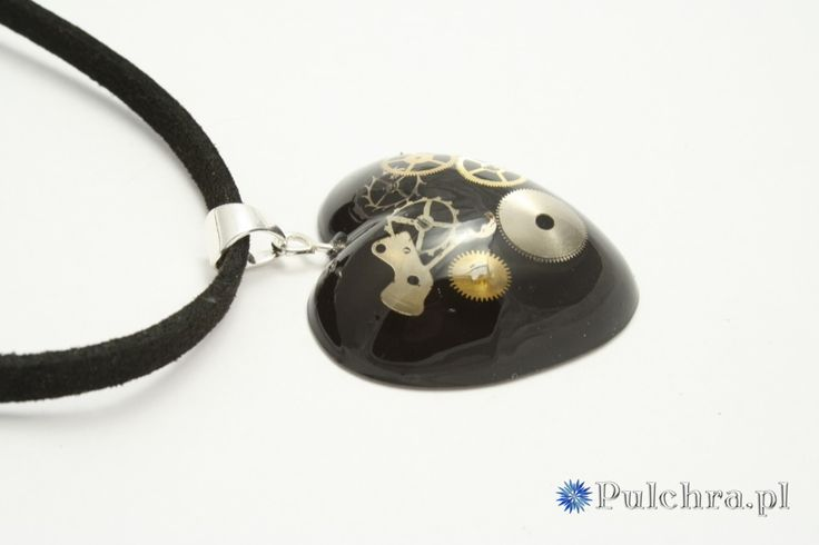 Steampunk resin necklace with watch cogs, heart shape / Naszyjnik serduszko w stylu steampunk na czarnym tle z trybikami zegarowymi (srebro) #necklace #heart #resin #pendant #black #cogs #pulchra