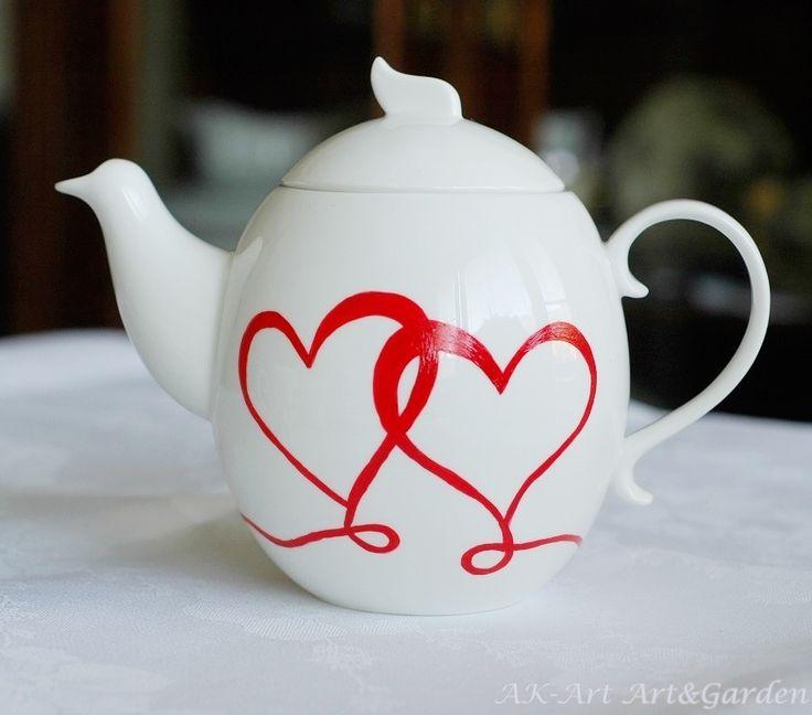 Ręcznie malowany dzbanek w serca. Hand painted pot with hearts. Handbemalt Kännchen mit Herzen.