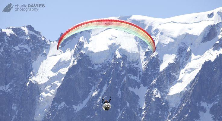 Trash your dress paragliding !!