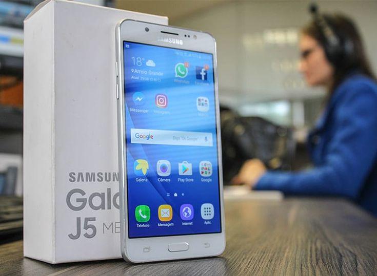 Os 10 smartphones mais procurados pelos brasileiros em Agosto de 2016 | 1 - Samsung Galaxy J5 (16GB) Com preços a partir de R$ 954, o aparelho possui tela de 5 polegadas, Super AMOLED, 2GB de memória RAM e 16GB de memória interna, processador quad-core Cortex-A53 de 1,2GHz. A câmera principal possui 13 MP e a frontal 5 MP com flash em LED. Grava vídeos em Full HD. Se vale de dica, opte pela versão 2016 do J5 - que possui bordas em metal e é melhor.  Post completo em…