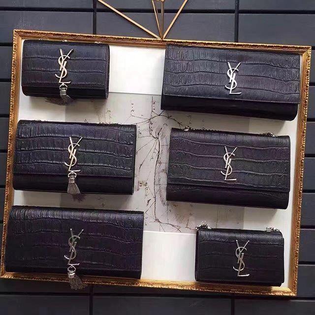 【only_you316】さんのInstagramをピンしています。 《LINE ID: aimee.319 DMよりラインの方が早いです。 2つ以上の購入は追加割引可能。 基本付き品:1。財布 : 専用箱、専用袋、Gカード、該当ブランドのショッパー 2。バッグ : 専用袋、Gカード、該当ブランドのショッパー #chanel#シャネル#パロディ#ルブタン#dior#ルイヴィトン#夏#雨#ラブ#グッチ#サンダル#靴#スニーカー#コピー品#バーキン#エルメス#サンローラン#セリーヌ#ラゲージ#クロムハーツ#バレンシアガ#東京#j12#大阪#カルティエ#ロレックス#時計#旅行#海#jdc saint laurent》