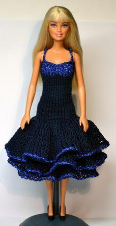 An assortment of Barbie doll patterns Sticka till Barbie 901-950