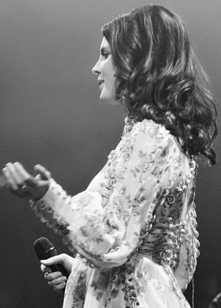Feb.15, 2018: Lana Del Rey performing in San Diego, CA #LDR #LA_to_the_Moon_Tour