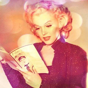 Vintage Marilyn: Life Mm, Celebrity, Njmbd Aka Mm Reading, Marilyn Monroe Art, Hepburn Marilyn Monroe, Marilynmonroe X, Marilyn Reads, Movie Stars, Monroe Reading