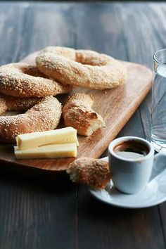 Kouloúria Thessalonikis - crunchy and chewy, breakfast bread rings / cookmegreek