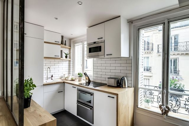 Only 38 m2 and with a strong Scandinavian feel, open kitchen, living and dinning area with mode this Paris apartment is a little jewel.