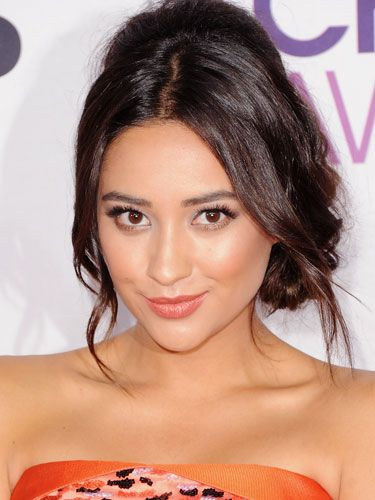 Shay Mitchell looks springy & fresh-faced!