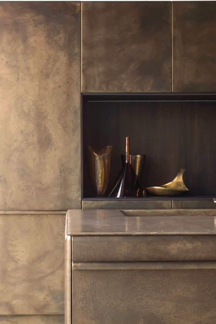 KITCHEN WITH ISLAND LINGOTTO BURNISHED BRASS | XERA BY AREX