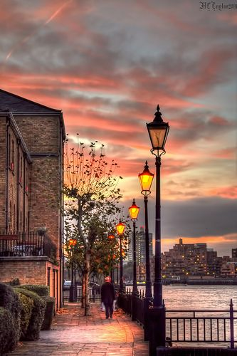 Evening lights on Deptford Pier, London, England (by Tryppyhead).