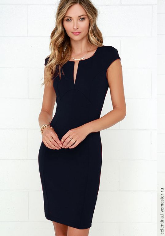Купить или заказать Темно синее платье футляр в интернет-магазине на Ярмарке Мастеров. Темно синее платье футляр (цвет 'дарк блю' ). из коллекции 'Passion' по супер цене всего 3.450 рублей. Это короткое и очень элегантное платье! Это платье сделает вашу фигуру более выразительной за счет сложного кроя и рельефов. Прекрасно подойдет как повседневное платье, платье для офиса, деловых встреч и ужинов. Это то самое маленькое трикотажное платье которое обязательно должно быть в гардеробе каждой…