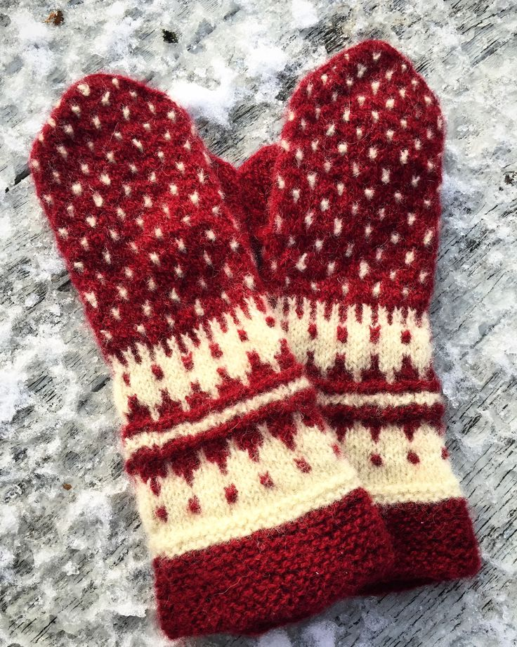 Mittens from the book Votteboka.