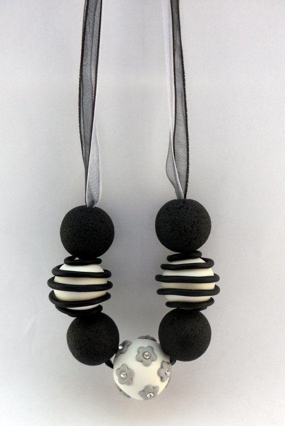 Collana Nero Bianco e Grigio  Cernit Fimo di MondoSisina su Etsy, €15.00 #Cernit #Polymer Clay #Necklace