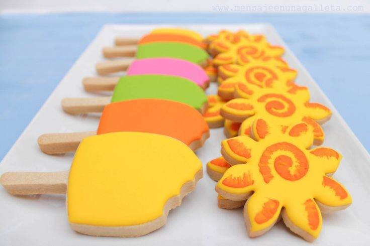 Cookie popsicles for the sunny weather.