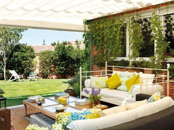 Detalles un porche independiente muebles terraza - Terrazas interiores decoracion ...