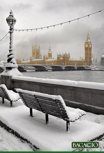 Construído entre 1840 e 1860, Big Ben é o nome do sino que fica pendurado na torre do relógio do parlamento britânico à beira do rio Tâmisa. É uma das marcas registradas de Londres e um dos principais pontos turísticos da cidade.