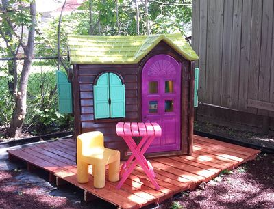 Kids playhouse remodel backyard makeover with elbow grease and Krylon fusion spray paint to redo old Little Tikes playhouse. DIY how to.