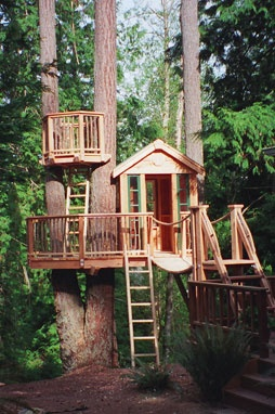 "Built for Sunset's book ""Kids Places to Play,"" this is an example of how a treehouse can be built with all off the shelf materials (except for the salvaged windows, cedar pickets and 2 fabricated nave brackets). The route to the crows nest is thru a trap door. There is ample room for 2 kids in sleeping bags. Via treehouseworkshop.com"