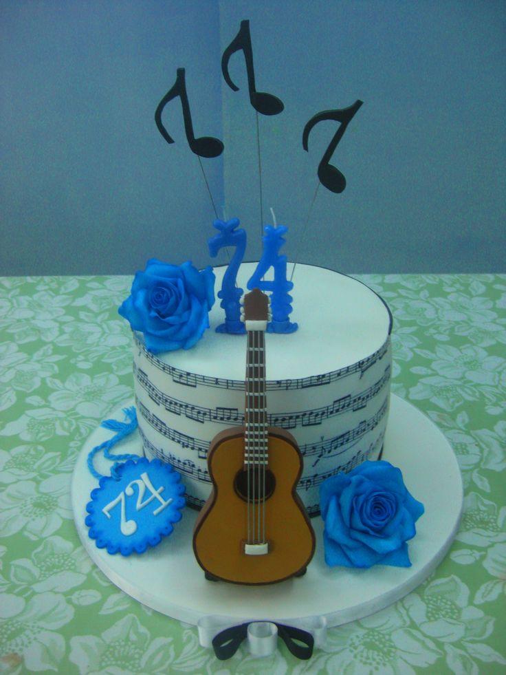 Torta con chitarra in pasta di zucchero