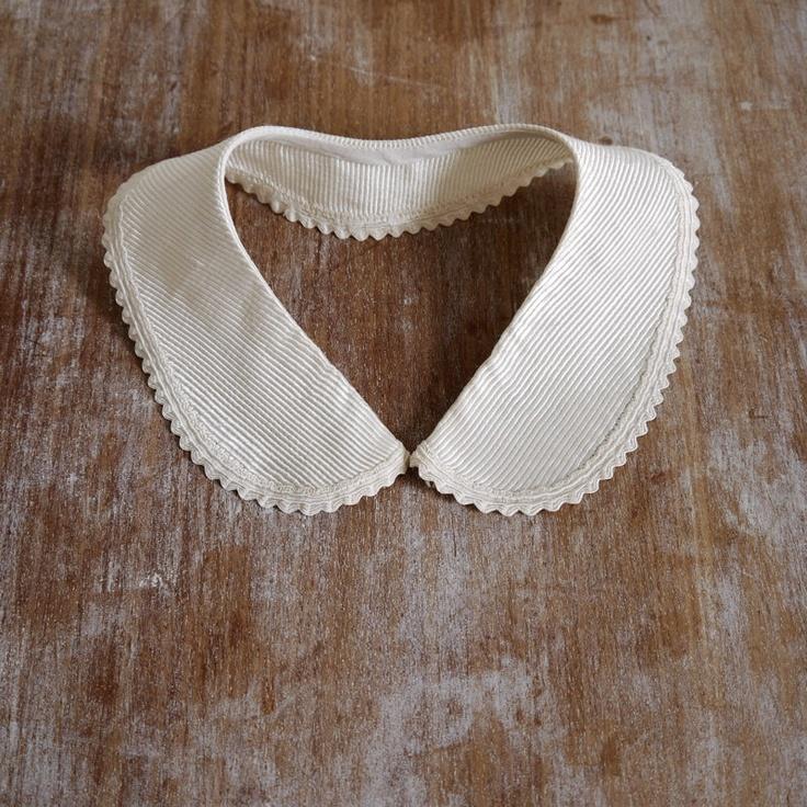Vintage cream peter pan dress collar detachable scallop edged silk stripe.