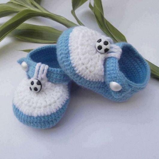sapatinho de bebe de crochê masculino                              …