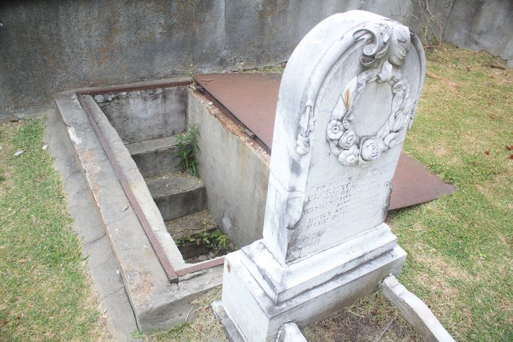 Unusual grave in Natchez: Irene Ford was about 10 yrs old. Family installed steps down to a window to look inside at the glass coffin. Window covered over decades ago. Steps still there if you ever want to climb down and see what its like to be 6 feet under while you can still turn around and walk out.