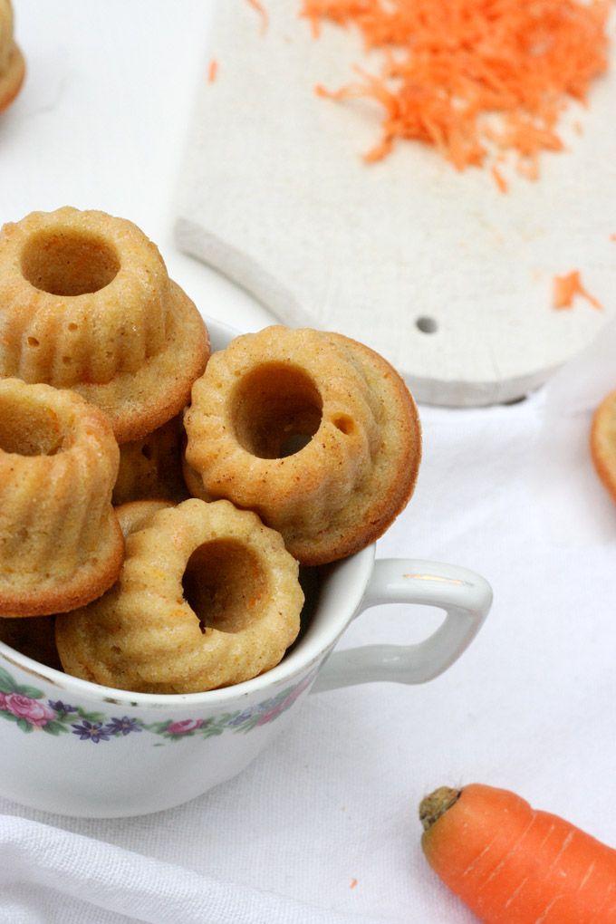 Saftige Karottenkuchen Mini Gugls. Schnell, einfach und mit einem Haps im Mund.