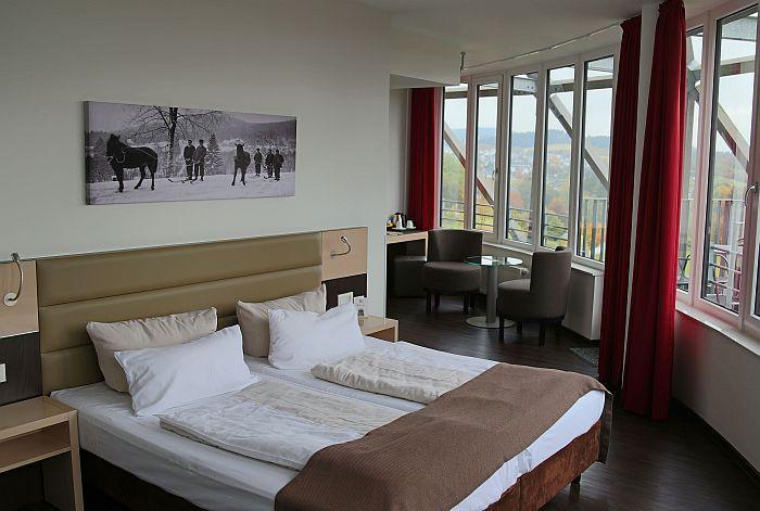 Im Oversum Vital Resort: Die Suite 702 lockt mit Ausblick über das Sauerland.