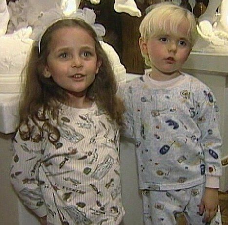Michael Jacksons son Prince Michael (aged 5) and daughter Paris (aged 4) in 2002 at Neverland.