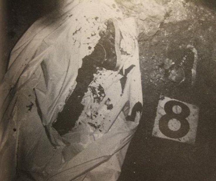 "JOHN WAYNE GACY VICTIM IN CRAWLSPACE WEARING ""CURT COBAIN - LIKE"" SHOES"