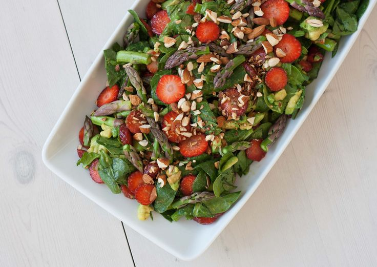 Spinatsalat med jordbær og asparges (3)