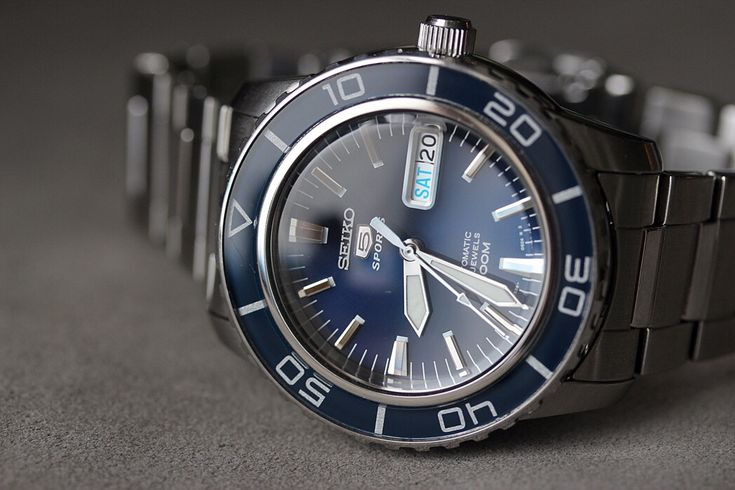 Seiko SNZH53 https://www.watchreviewblog.com/seiko-snzh53-seiko-5-automatic-diver-watch-review/