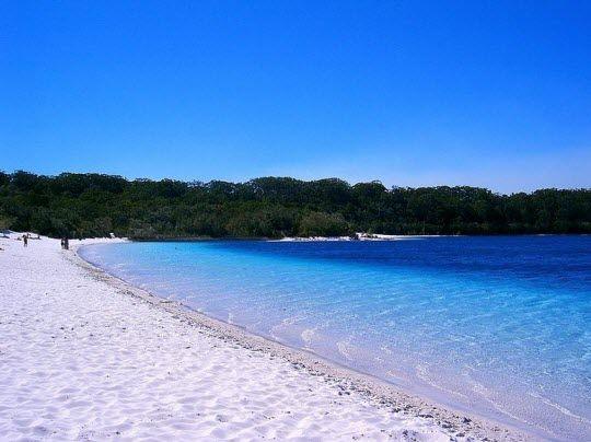 Lake McKenzie Beach on Fraser Island