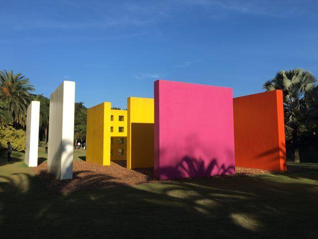 Confira a obra magic square de Hélio Oiticica em Inhotim, Minas Gerais.