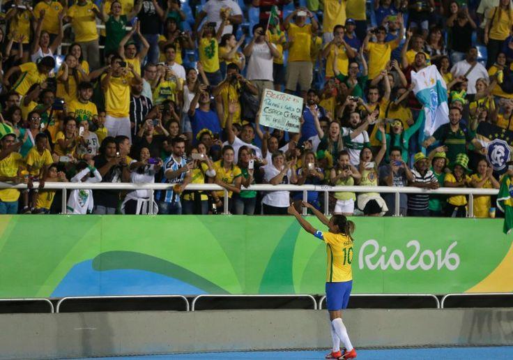 Besser lief es für die brasilianischen Fußball-Frauen: Publikumsliebling Marta...