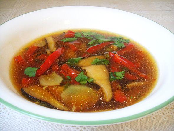 Острый куриный суп.