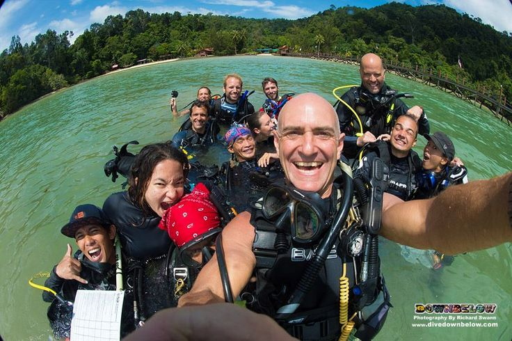 The Go PRO team [minus Strike and Paul though :( ] pose for an awesome selfie with the interns after a morning of confined water dive skills!