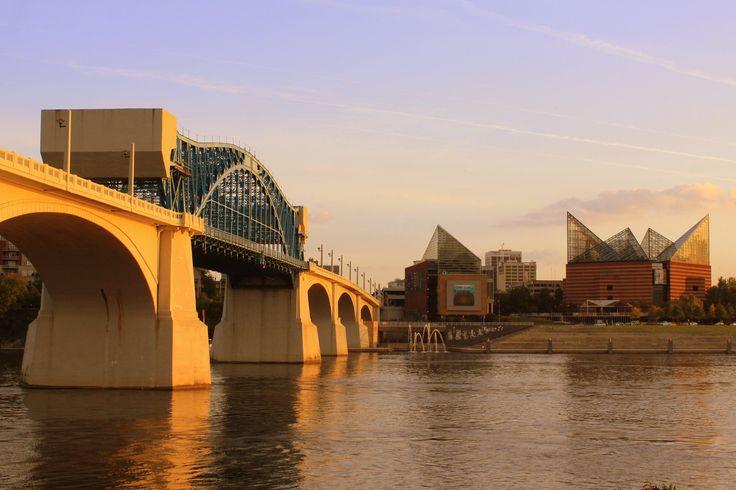 Chattanooga Landmarks: Market Street Bridge & Chattanooga Aquarium | Flickr - Photo Sharing!