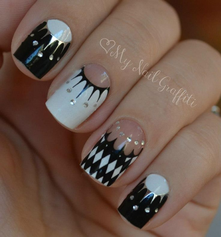 dots crown nail art