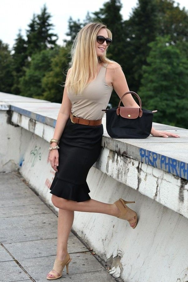 My adaptation: Black pants, Taupe tank. Beige perforated sandals. Ivory & turquoise jewelry.