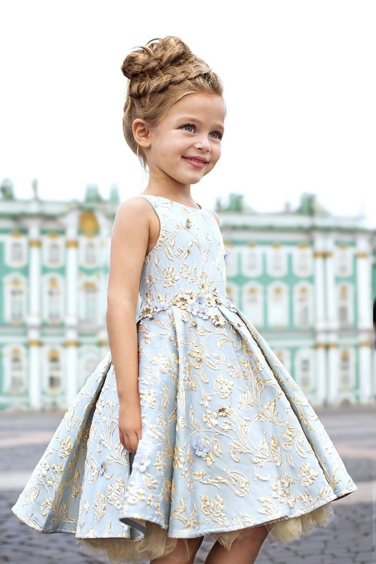 Very cute dress and pretty hair. Make ur little girl feel like the bell of the ball, with a look like this... Ylime xxx