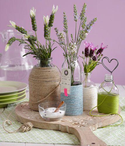 Umgarnte Vasen und Flaschen