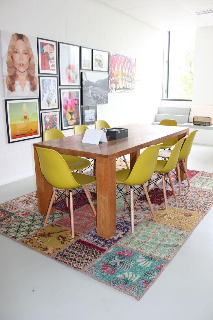 Isparta patchwork tapijt in vergaderruimte #patchwork #vintage #tapijt