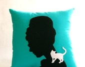 Breakfast at Tiffany's pillow! what a brilliant idea to make shadow profile