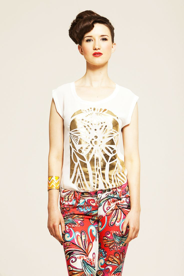gold print cream tshirt