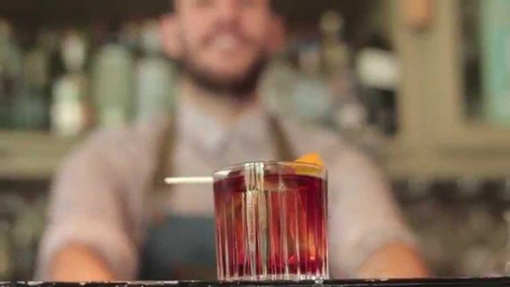 Ένα από τα αγαπημένα κοκτέιλ των τελευταίων χρόνων είναι το κλασικό Negroni που επανέρχεται δυναμικά στις προτιμήσεις μας. Ο Νίκος Μπάκουλης του Gin Joint μας ετοιμάζει το τέλειο Negroni και μας μιλά για την φιλοσοφία αυτού του κοκτέιλ.