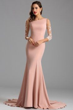 Plesové šaty s rukávy a hlubším výstřihem na zádech šaty mají projmutý střih a rozšířenou sukni s vlečkou přední lodičkový výstřih a hlubší výstřih na zádech dominantou šatů jsou krásné krajkové rukávy v 3/4 délce materiál je jemný strečový samet šaty mají všitou podprsenku a zip na zádech růžová barva starorůžová